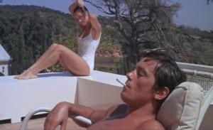 """Kadras iš filmo """"Baseinas"""" (rež. Jacques Deray, 1969)"""