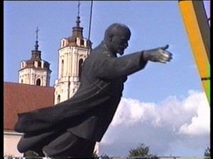 """Kadras iš filmo """"Kartą XX amžiuje"""" (rež. Deimantas Narkevičius, 2004)"""