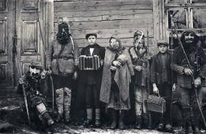 Užgavėnių persirengėliai. Salantai. 1923. Lietuvos istorijos instituto Bibliotekos rankraštyno Etnografijos fondas, byla 949-57.