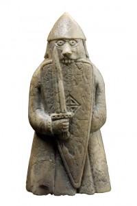 Škotijos Išoriniuose Hebriduose, Luiso saloje, 1831 m. rasta iš vėplio ilties drožta XII a. šachmatų figūrėlė