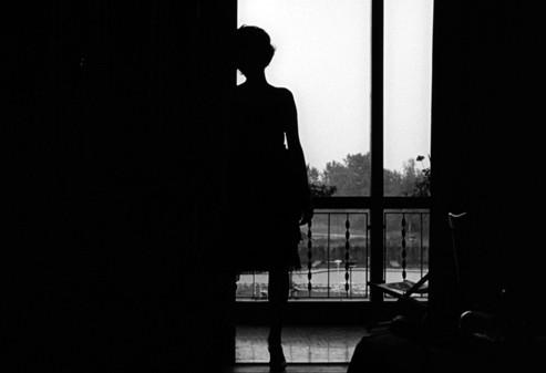 """Kadras iš filmo """"Naktis"""" (rež. Michelangelo Antonioni, 1961)"""