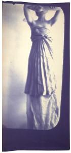 Francesca Woodman. Kariatidė. 1980