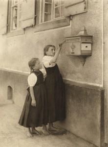 Alfred Stieglitz. Laiškų dėžutė. 1895