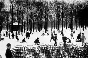 Édouard Boubat. Pirmasis sniegas ir vaikai. 1955