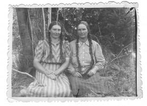 Iš kairės – Julija Balčienė ir Teresė Marčinskienė.Krasnojarsko kraštas. Apie 1953 m.