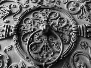 Paryžiaus katedros durų fragmentas. Autorės nuotrauka