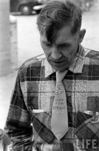 Ralph Crane. Vyras skraidančių lėkščių suvažiavime. 1957