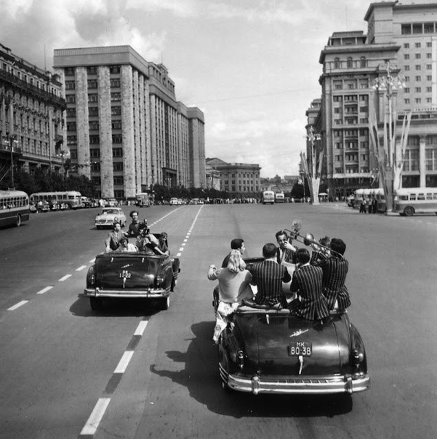Michail Trachman. Jaunimo ir studentų festivalis Maskvos gatvėse. 1957