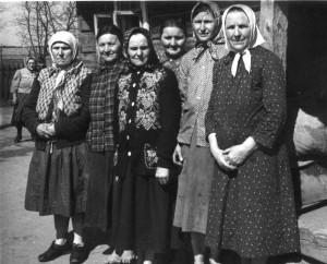 Gervėčių apylinkės Girių kaimo moterys. 1957. Vacio Miliaus nuotrauka
