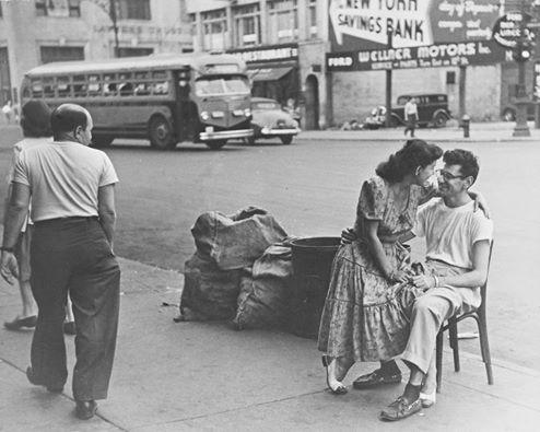 Ruth Orkin. Saldainių parduotuvės savininkų pora. 1949