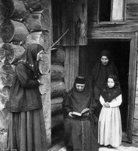 Maksim Dmitrijev. Sentikiai meldžiasi. 1897