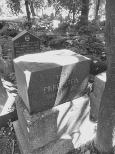 Užrašas ant antkapio: Frau Finkelstein gest. 1928 X 17. Autoriaus nuotrauka