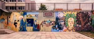 Ievos Trinkūnaitės, Indrės Lubytės, Dianos Remeikytės, Vyginto Pakalkos, Justo Miceikos ir Auroros Isabellės ištapyta Visagino kultūros centro siena