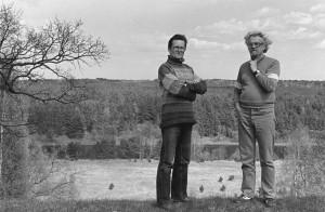 Norbertas Vėlius ir Marcelijus Martinaitis. Kryžiokai, Vilniaus r. 1988.  Algimanto Kunčiaus nuotrauka