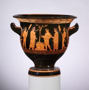 Ant indo, skirto vynui su vandeniu maišyti, vaizduojama aukojimo scena. Iš lauramedžio, pavaizduoto prie altoriaus, galima spręsti, kad aukojimas vyksta Apolono šventykloje. Iš www.metmuseum.org