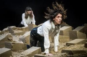 """Dmitrijaus Matvejevo nuotrauka iš spektaklio """"Uniforma"""""""