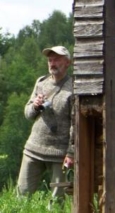 Stasys Stacevičius Sapiegiškiuose, poeto Antano Kalanavičiaus tėviškėje, 2012 m. birželį.  Autorės nuotrauka