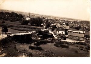 Skuodo malūnas, priklausęs Povilui Plechavičiui, žvelgiant iš bažnyčios bokšto. 1937