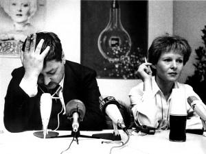 Režisierius Raineris Werneris Fassbinderis ir aktorė Rosel Zech.  Berlyno festivalis, 1982. Wernerio Eckelto nuotrauka