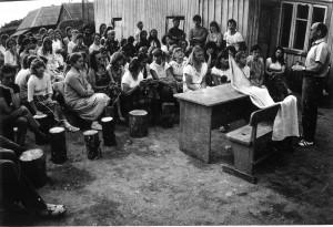 Pasitarimas Ylakių (Skuodo r.) ekspedicijoje. 1986. Aloyzo Petrašiūno nuotraukos