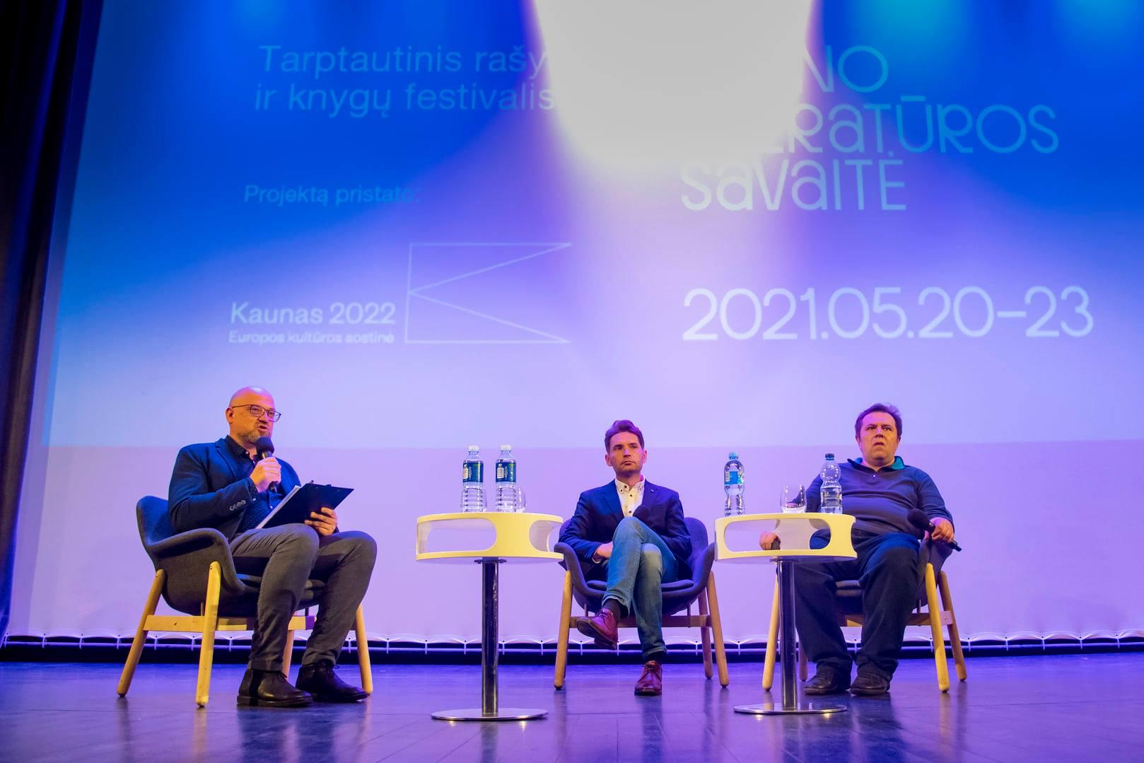 Susitikimas su baltarusių rašytoju Viktoru Martinovičiumi Jono Petronio nuotrauka