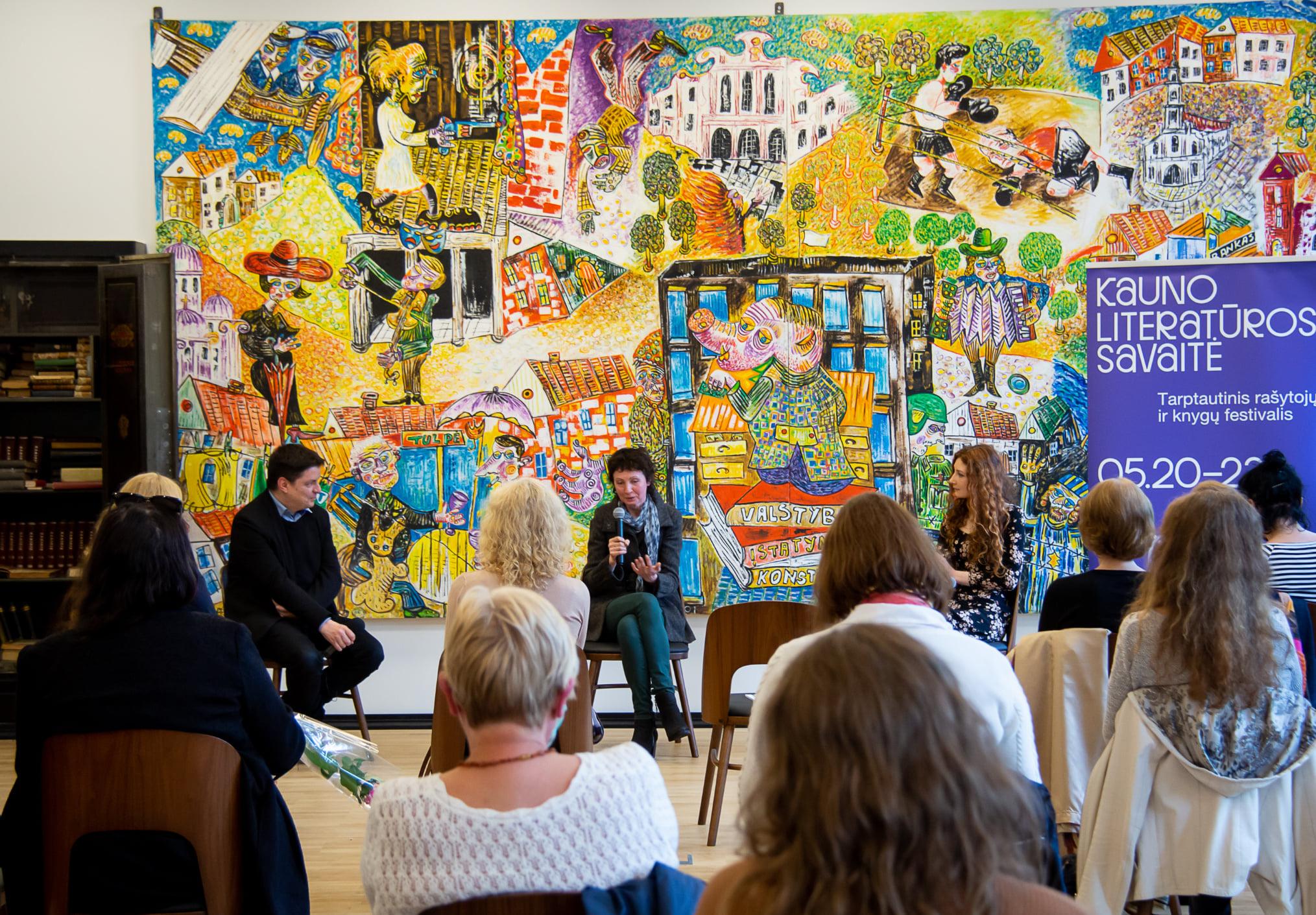 Susitikimas su poetėmis Enrika Striogaite ir Indre valantinaite.  Kauno Vinco Kudirkos viešosios bibliotekos nuotrauka