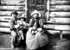 Tungusai. Amogojevų šeima su vaikaičiu. Užbaikalė. 1912